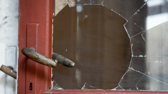 Should-You-Remove-That-Broken-Window-Yourself_