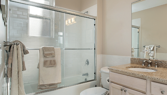 What-Makes-the-Best-Shower-Doors-for-Small-Bathrooms_