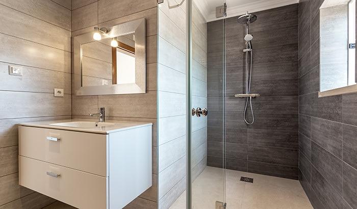 How Glass Can Enhance Your Bathroom? - Murray Glass