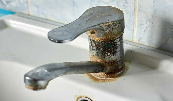Glass Maintenance: What Causes Hard Water Stains?